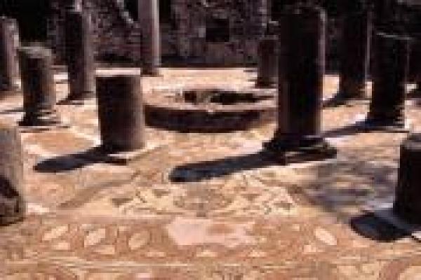 05-het-baptisterium-van-butrint5BD384B4-A760-3910-CF98-84FC12C056A5.jpg