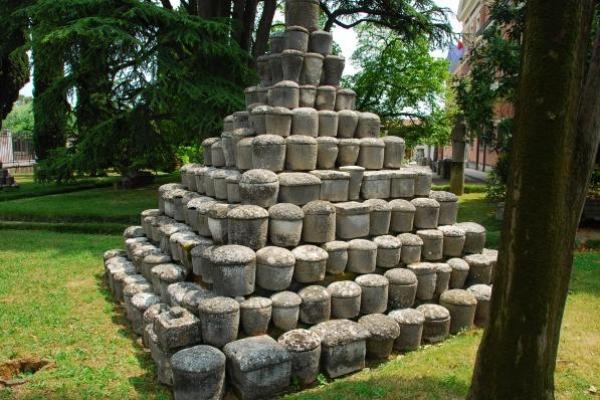 romeinse-urnen-in-aquileaCF0C4040-ED02-2E76-A1E2-5D5F5C72C13B.jpg