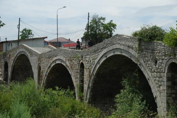 11-ottomaanse-brug-in-gjakova1BF7D86C-CC9E-A480-A80C-3EFD56963194.jpg