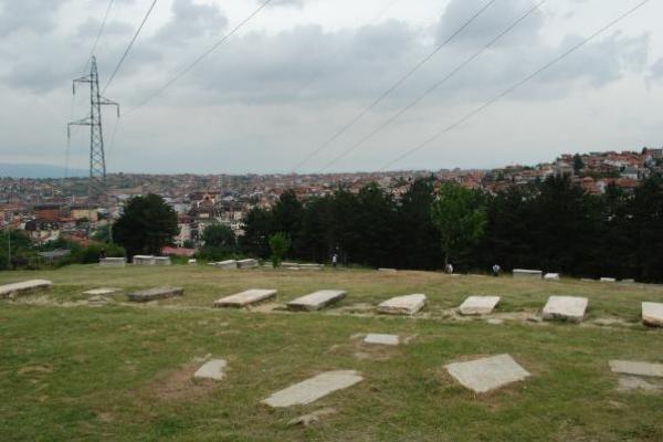 18-oude-joodse-begraafplaats-in-prishtinaD596A4A5-B38B-A7FA-D26B-560E4116488C.jpg