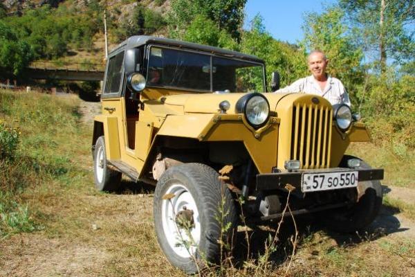 07-russische-jeep-uit-19444731CCA2-3219-FF1B-F1A4-E3DD87EBE745.jpg