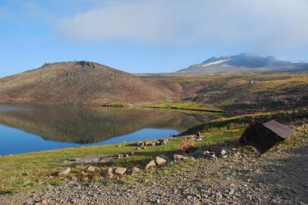 kari-meer-3100m-en-vulkaan-aragats-4000m136DE2A6-65D1-18ED-53E0-FBAE291F54CD.jpg
